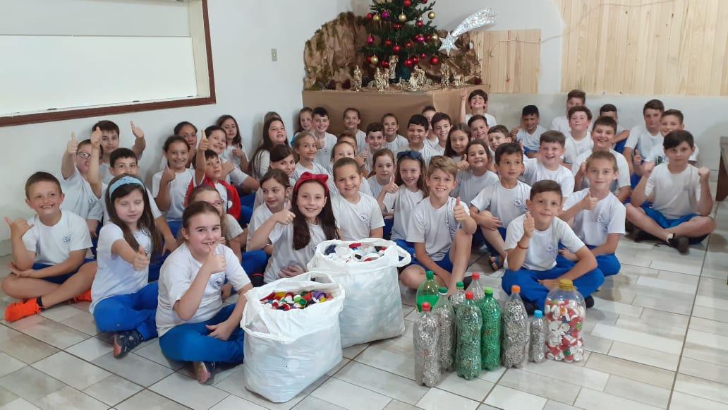 Creral recebe lacres e tampinhas arrecadas na Escola Ângelo Granzotto