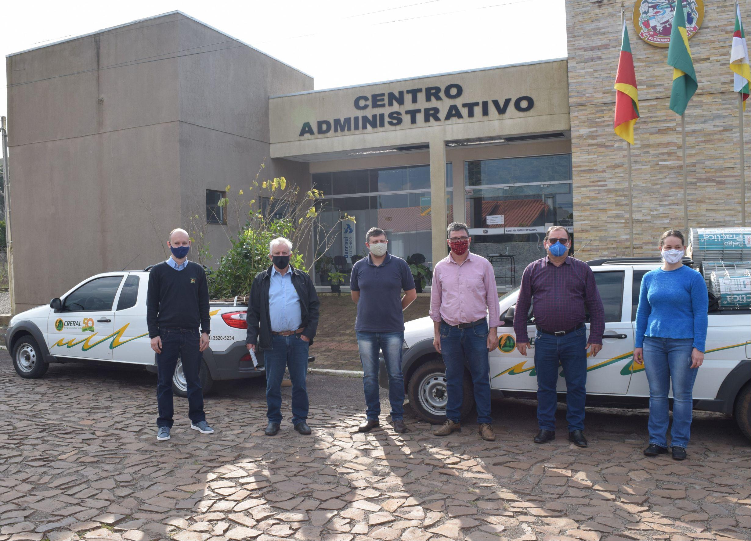 Creral doa 200 mudas de árvores para Floriano Peixoto